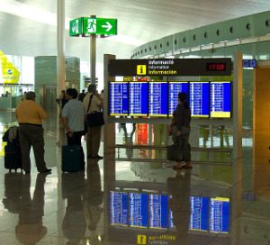 airport-1543010_640
