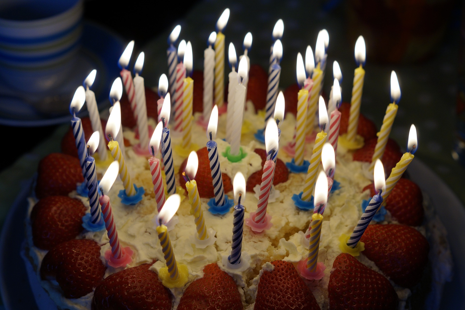 Birthday Cakes Boast A Long Illustr Ious History According To The Huffington Post Greeks And Romans Commemorated Births Of Gods Men With Candle Lit